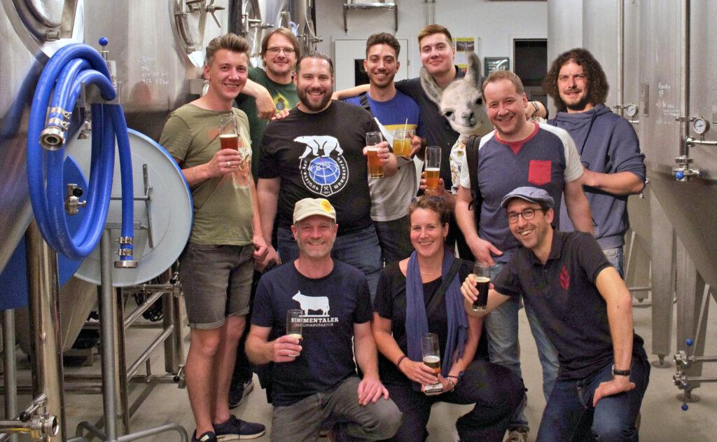 Das Team der BrauBudeBasel: Marcus, Fossi, Felix, Damian, Phil, Fridolin, Baumi und Beni (hinten), sowie Luki, Jill und Michi (vorne).